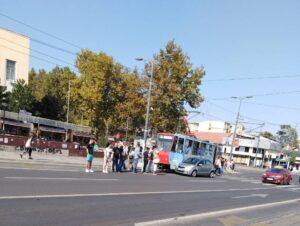 sudar-tramvaj-automobil
