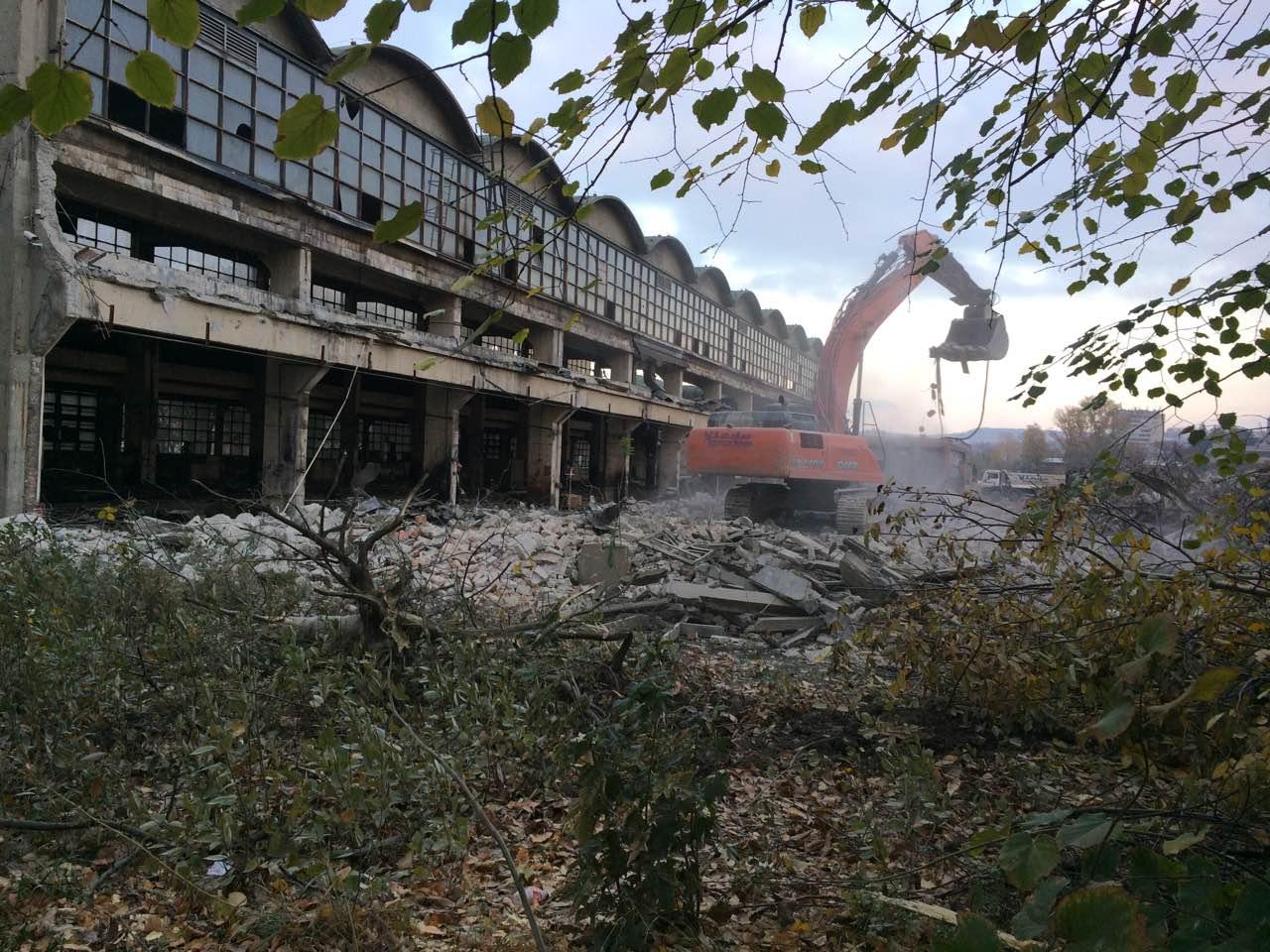 U Toku Je Rusenje Minel Fabrike Na Karaburmi Foto Beograduzivo Rs