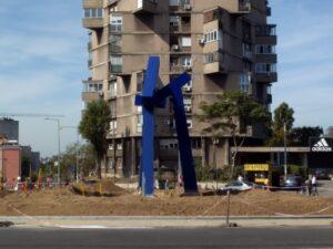 Obisli Smo Novu Skulpturu Tripod Na Bogosloviji Foto