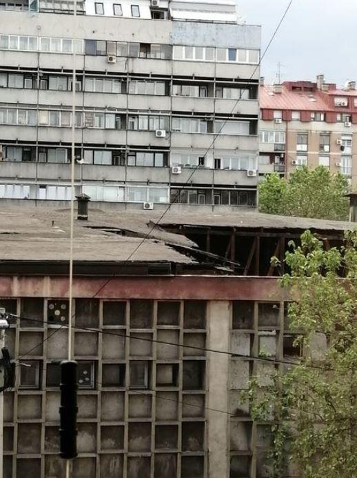 urušava-se-krov-bivše-garaže-gsp-a